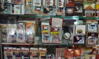 タイのタバコの外箱には