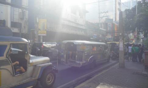 アメリカ遺産ジープの毒ガスと騒音でフィリピンは住み難い