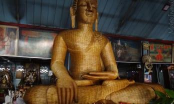 Mae Hong Son の Wat Chong Kham วัดจองคำ