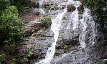 Ngao Waterfall 滝