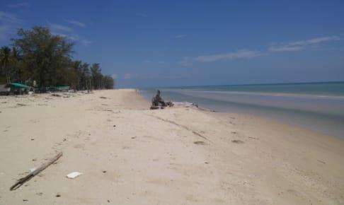 Laem Talumphuk 穏やかなロングビーチ