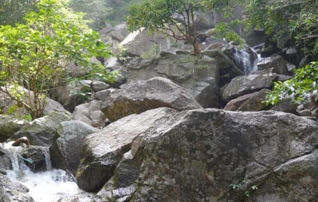 Khao Luan, not easy to find trail entrance to climb up