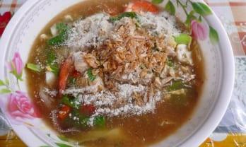 ラドナーという五目麺のような海鮮米麺