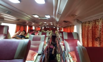 Sao Vietのバスの中でサンダルを盗まれた