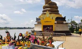 Nakhom Phanom 散策、大きなカトリック教会