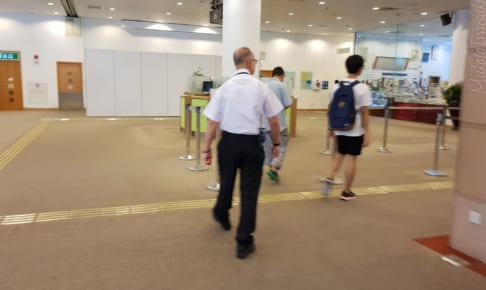 監視人が多数うろついていて窮屈な香港