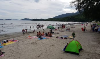 香港の無料キャンプ場 Pui O Beach 貝澳營地