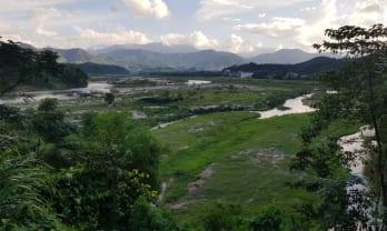Vinh からLaksao 國境越えはヒッチハイクで温泉あり