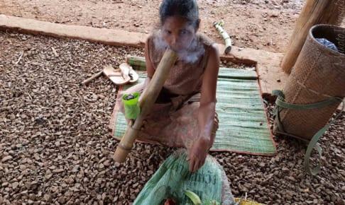 少女だってスモーキング村 Kok Phoung Tai