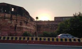 Agra Fort を歩いて一周すると