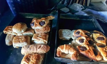 全部20ルピーのパン屋 Kumar Bakery ポカラ