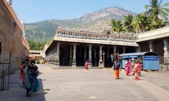 Annamalayar Temple に入る