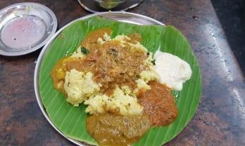 朝食には Pongal , Dosa , Idly
