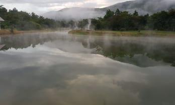 温泉の湖、テッパノン温泉