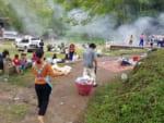 チェントン温泉は日曜ピクニックで賑やか