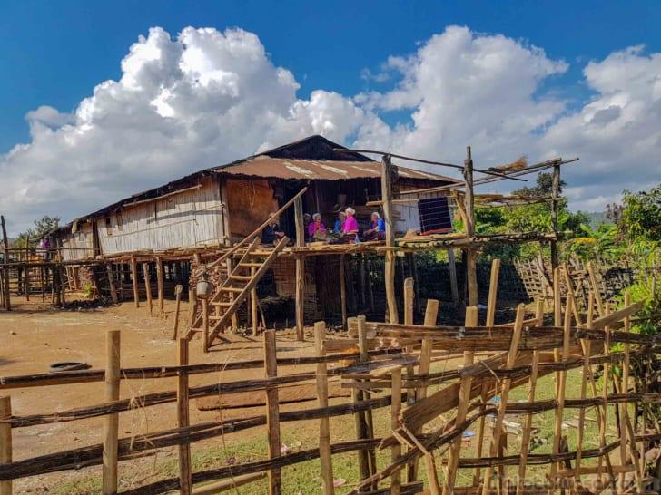 ロイ族の村