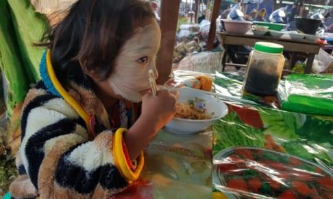 Namsang 市場の朝食