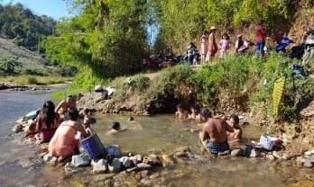 シポウ温泉はぬるい川湯で環境良