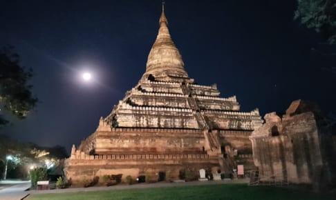 満月の Shwesandaw Pagoda