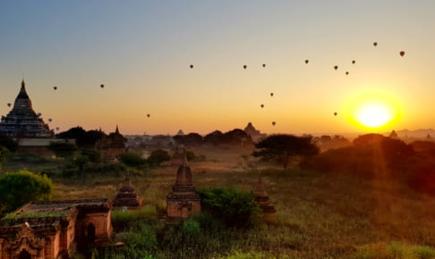 バガンの朝、日の出展望塔