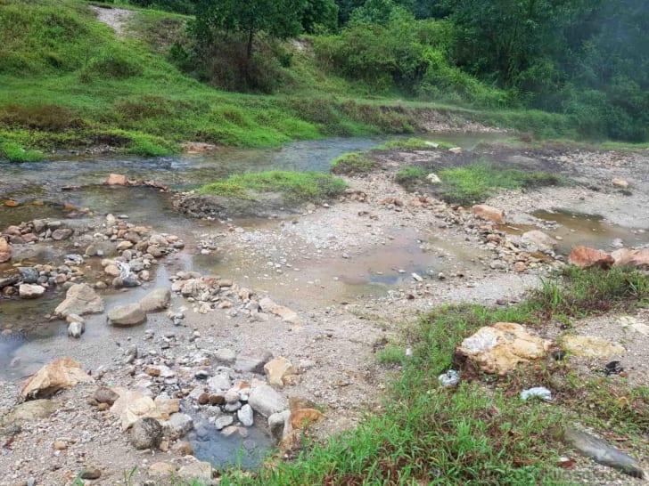 雨上がり後16:20 河原に湯が湧く